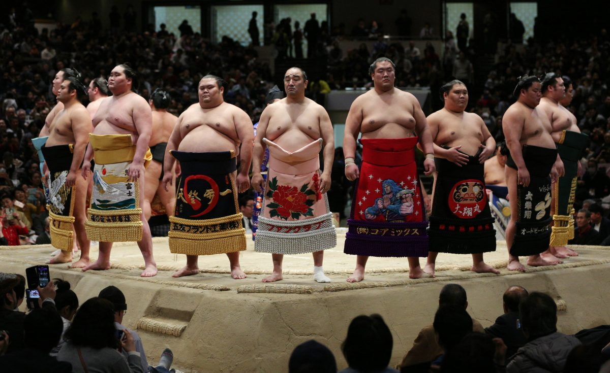 相撲は会議室で取るものじゃない! 土俵で取るものだ! 巡業で大人気のこんな出し物にも注目!