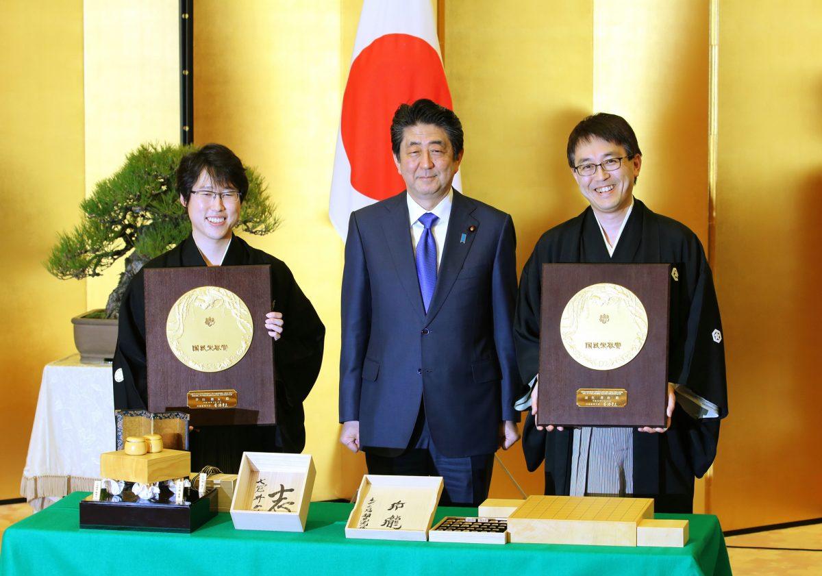 羽生善治と井山裕太が棋士として初受賞!! 国民栄誉賞の受賞年齢にみる先人の偉業