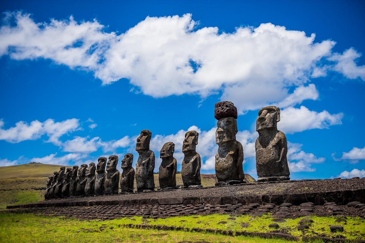 西方の島? 復活祭? モアイ像で有名なイースター島。その名前の由来とは?