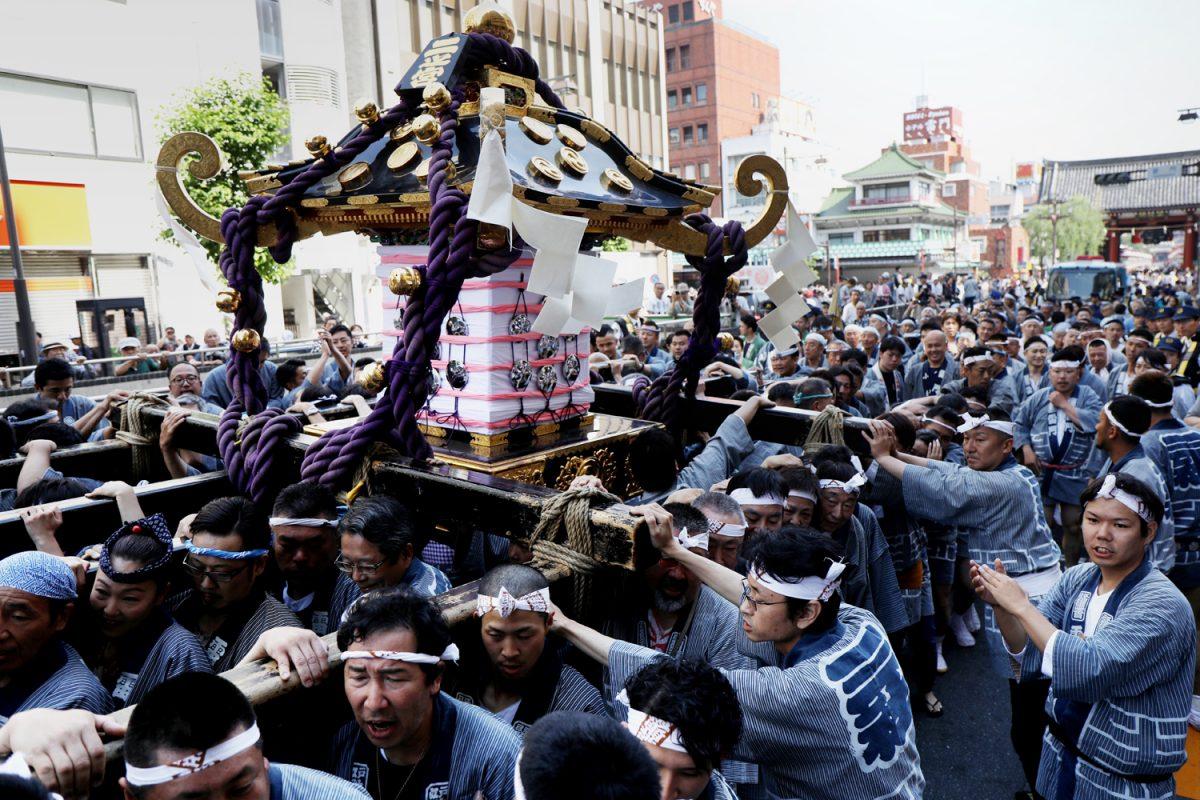 お江戸の風物詩、浅草三社祭。実は神輿と並ぶ意外な出し物って?