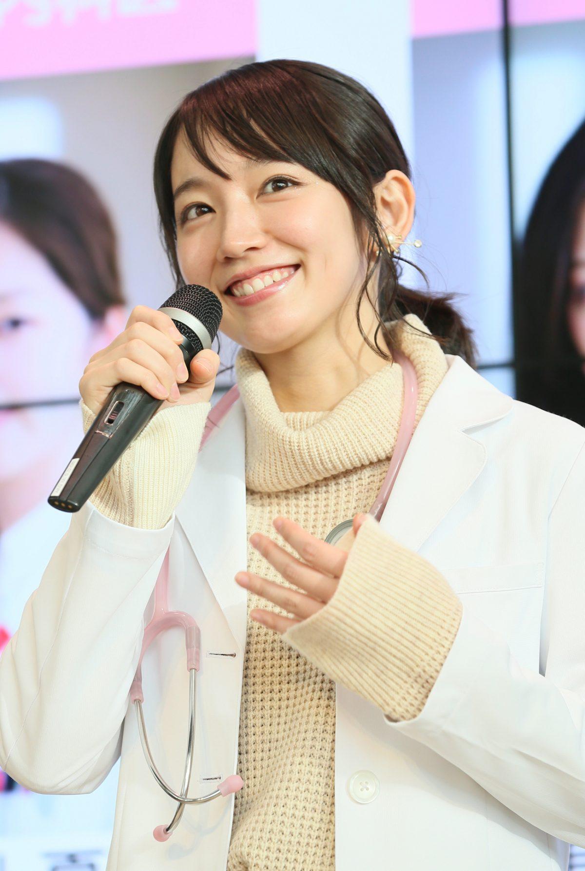 """吉岡里帆が愛読する""""健康的じゃない本""""とは?"""