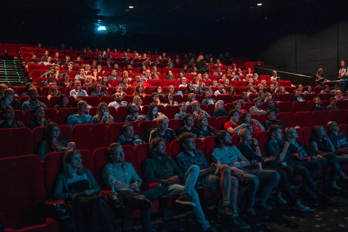 一問一報/映画館