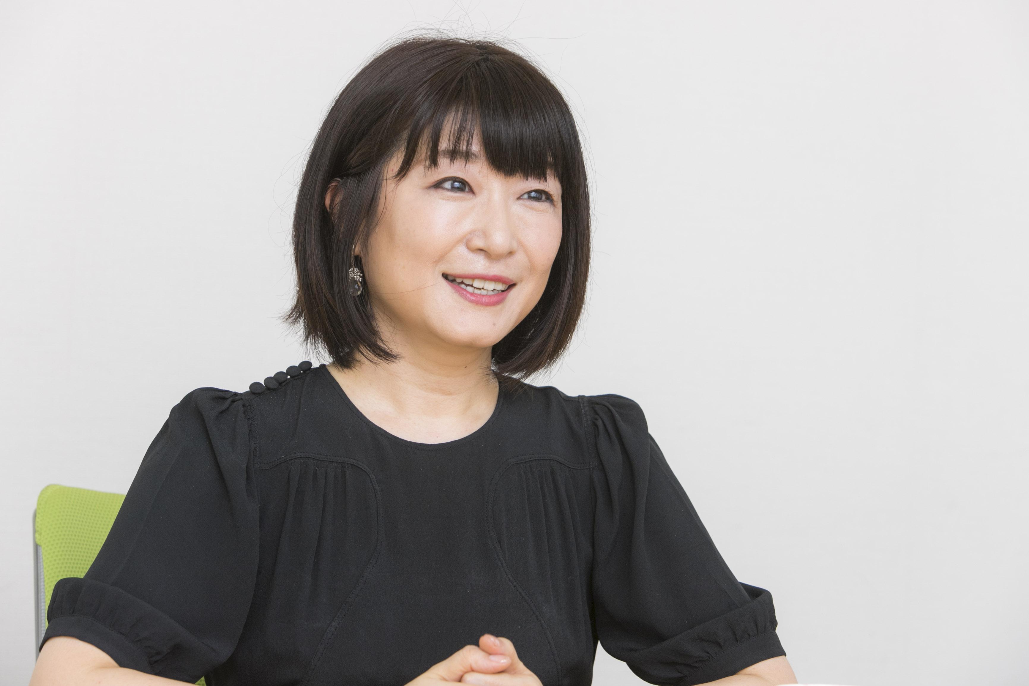 100人分のクイズ問題を受け取るのは収録直前!? 『99人の壁』ナレーター・小坂由里子インタビュー